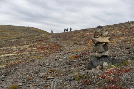 DSC00976 trail marker cairin